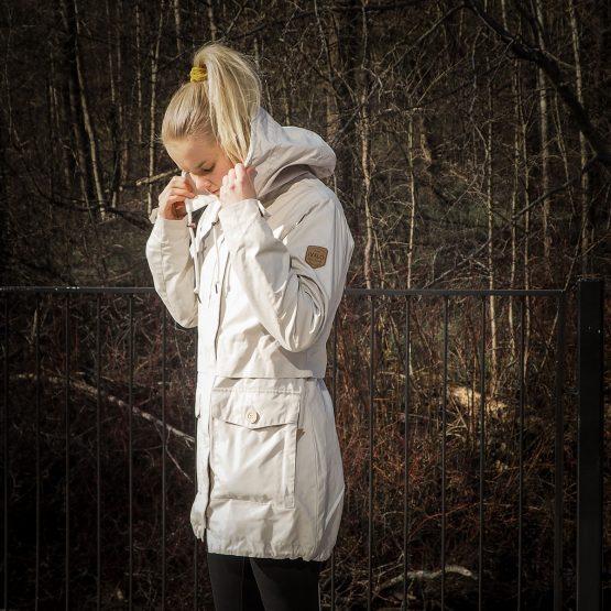 Ivalo Hilja Cloud - naisten vaalea parkatakki